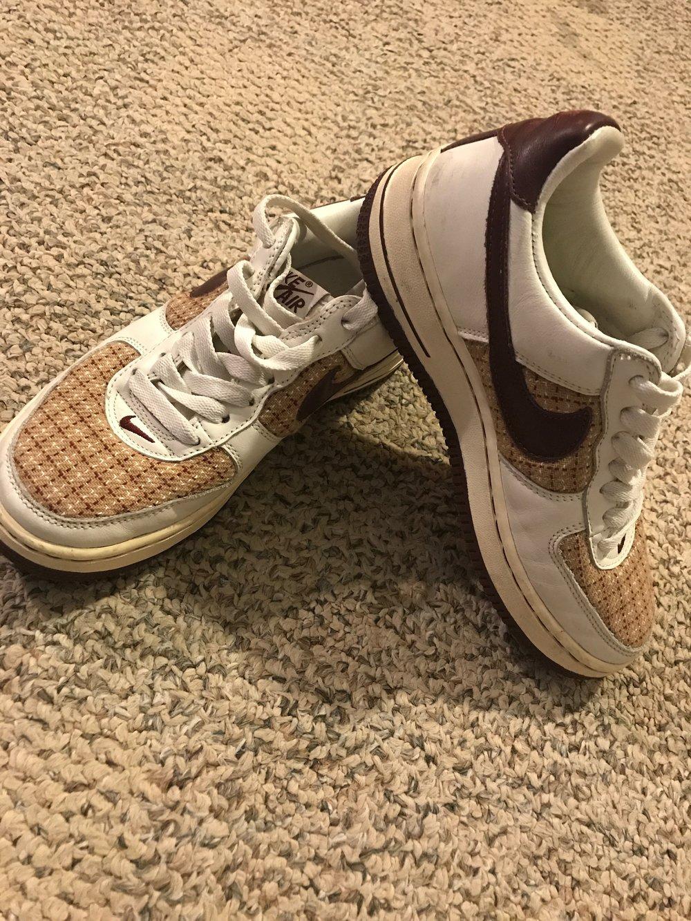 $20 Nike Airforce 1 white/plaid/maroon - Women's Size 6.5RETAIL: $105