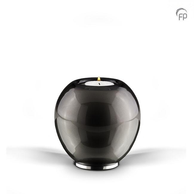 Kaarsenhouder   Van boheems kristal. Zwart.  Leverbaar in de maat 11 cm €169,-