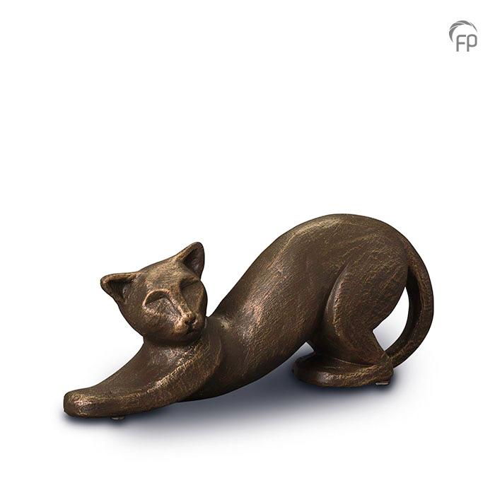 UGK 207  Keramische dieren art urn met bronzen afwerking.  Elke Geert Kunen urn is uniek en wordt op bestelling gemaakt. Daarom zit er op deze producten een levertijd van 3 à 4 weken.  UGK 207 € 179,00 / 0.50 L / H 11 CM