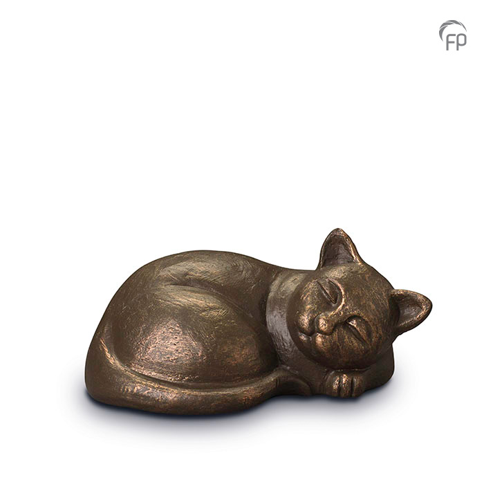 UGK 210  Keramische dieren art urn met bronzen afwerking.  Elke Geert Kunen urn is uniek en wordt op bestelling gemaakt. Daarom zit er op deze producten een levertijd van 3 à 4 weken.  UGK 210 € 179,00 / 0.50 L / H 11 CM