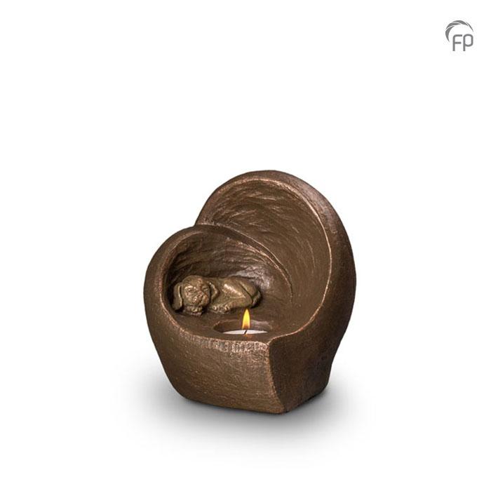 UGK 216  Keramische dieren art urn met bronzen afwerking.  Elke Geert Kunen urn is uniek en wordt op bestelling gemaakt. Daarom zit er op deze producten een levertijd van 3 à 4 weken.  UGK 216 € 179,00 / 0.50 L / H 15 CM