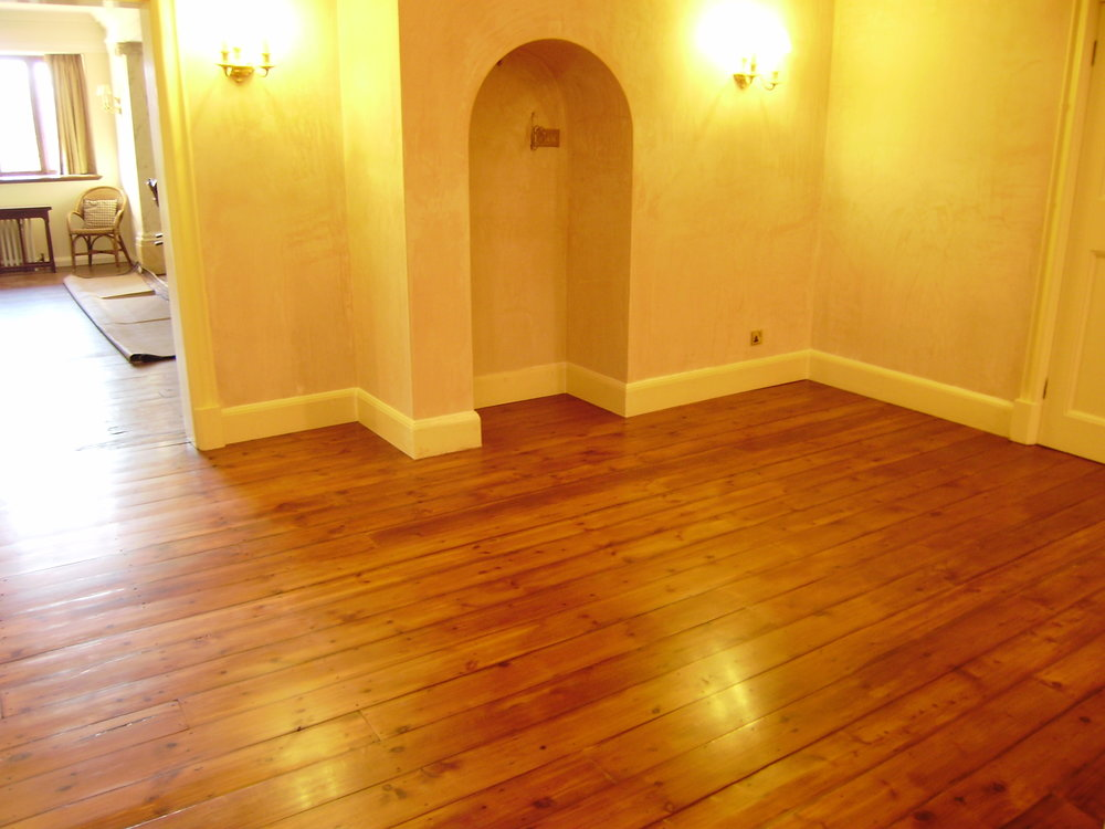 - The finished room with skirting boards re-installed. The sheen perfectly matches that of the neighbouring room.