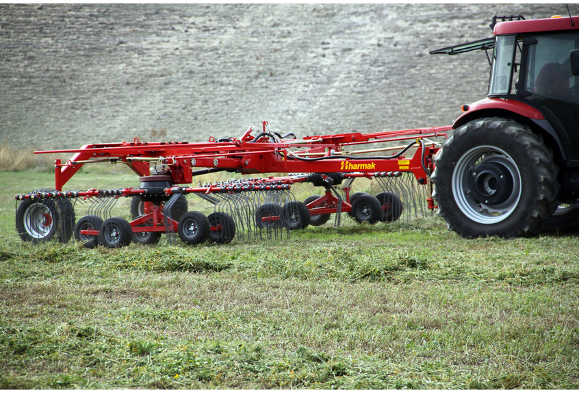DOUBLE ROTARY RAKE SHT-700 - ADJUSTABLE OPTIMAL WORKING WIDTH: Collecting width can be adjusted by hydraulic systes as automatically.EXCELLENT ADAPTATION TO TERRAINS: The wheels under the rotories provide perfect adaptations and excellent collection in even short ,heavy and wet grass in uneven and slope terrain conditions.EASY TO TRANSPORT: The wings automatically come to an upright position thanks to hydraulic system so it exhibits smooth transportation .It is suitable for bridges standards due to the height which is less than 4 meter in vertical position.Collecting arms of rake has the feature of assembling and disassembling.EASY DISASSEMBLING OF ROTOR ARM: Just undo three bolts to disasseble rotor arm and rotor casing easy and guick.So that rotor and rotor arm maintenance can be effortless.HEIGHT ADJUSTMENT OF ROTOR: Depending on crop and terrain, rotor height can adjust easy and comfy as well.