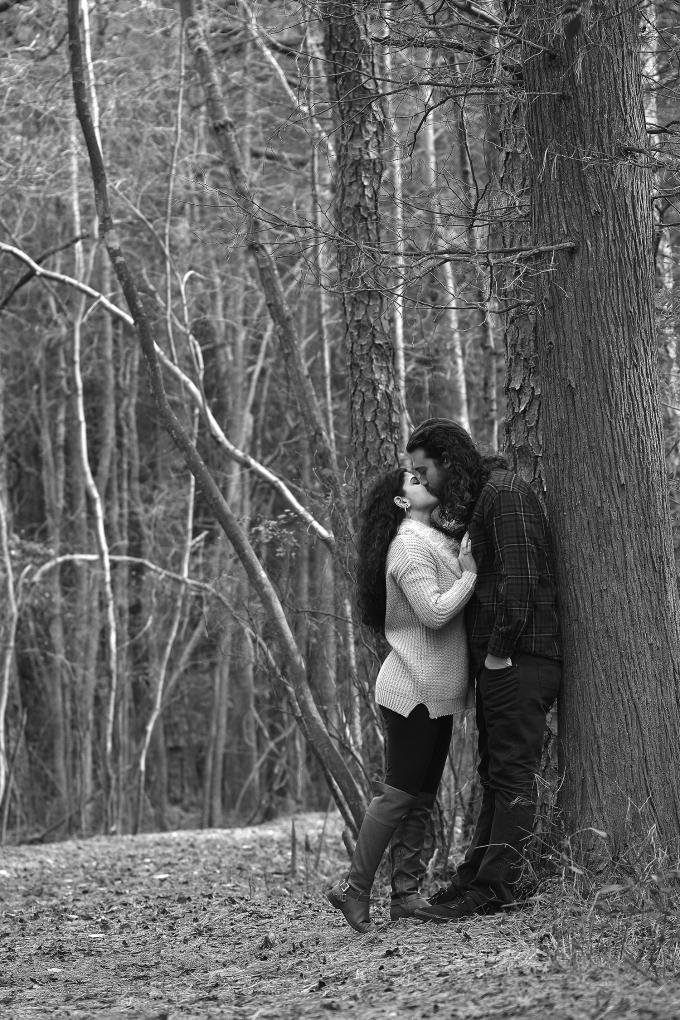 black-and-white-kiss.jpg