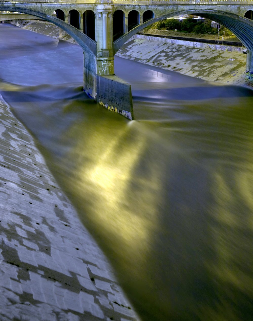 Standing waves under Broadway bridge