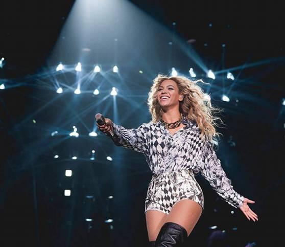 Beyonce - AllSaints - Chicago - 2013.jpg