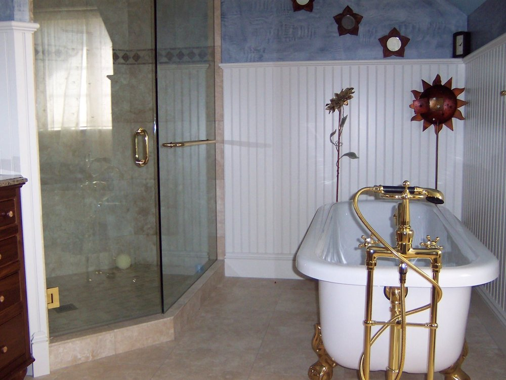 Brandys Bath Tub and Shower.jpg