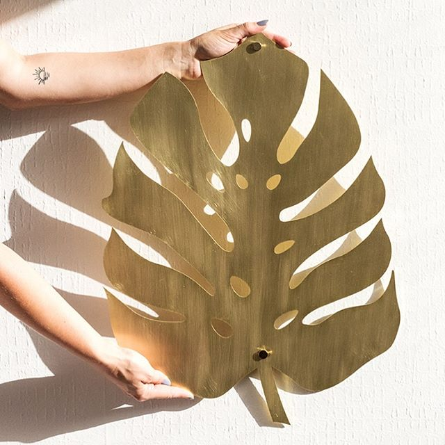 Hands up plant fans 🙋🏼♀️🌿 there's a veeeery limited number of these large brass monstera beauties left so hit up the website if you've had your pretty little eye on it 😍 xx