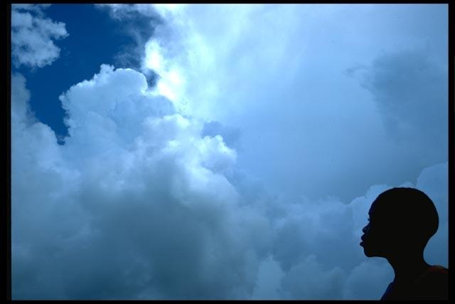 foumban-enfant-aux-nuages.jpg