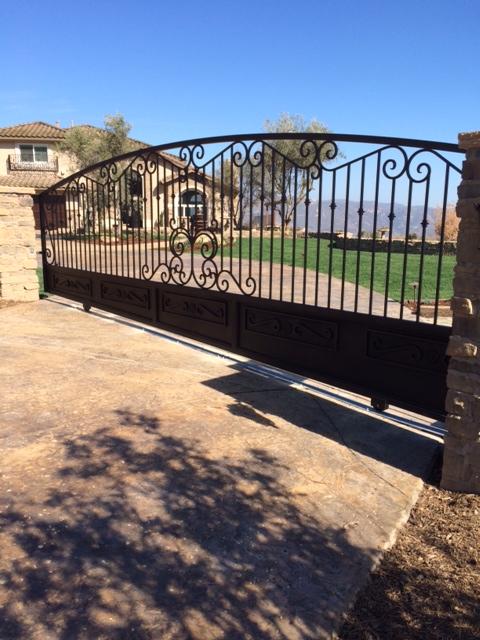 aav custom gates - driveway gate closeup.jpg