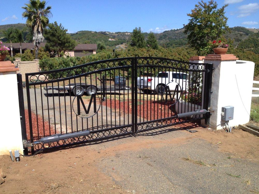 driveway gate - m.jpg