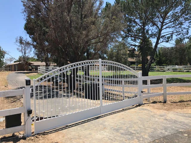 AAV Custom Gates - Iron painted white.JPG