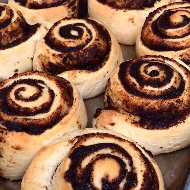 Come to meeeeeee 🤩🤩#cinnamonrolls #rolls #mintandlibertydiner #mintandliberty #diner #desserts #winecountry #iheartsonomavalley #bakers #breakfast