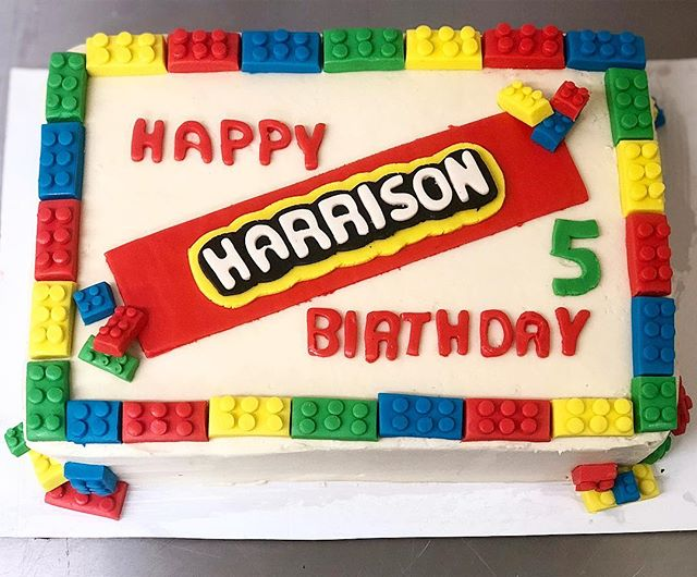 5th birthday milestone reached! And it keeps getting sweeter 🥳✨🎂Send us inspiration pics of cakes for your specials days! #webakesonomahappy | inquiries at info@havethemoon.com #havethemoon #sonomacounty #birthdaycakes #lego #legocake #happybirthday #localbaker #iheartsonomavalley #cakesofinstagram