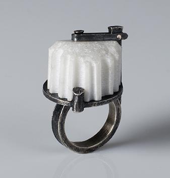 Veverka.fragment.ring.web.jpg