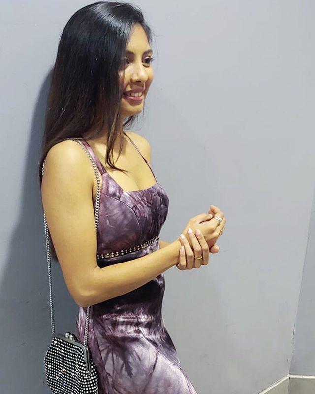 Feeling good living better. ⠀⠀⠀⠀⠀⠀⠀⠀⠀ ⠀⠀⠀⠀⠀⠀⠀⠀⠀ ⠀⠀⠀⠀⠀⠀⠀⠀⠀ ⠀⠀⠀⠀⠀⠀⠀⠀⠀ #indian #indianblogger #topshop #change #livetinted #hobokengirl #mindset #blogger #change #motivation #loveyourself #bossgirlbloggers #theswitch #fall #vintage #mind #life #change #instamood #happy #gala
