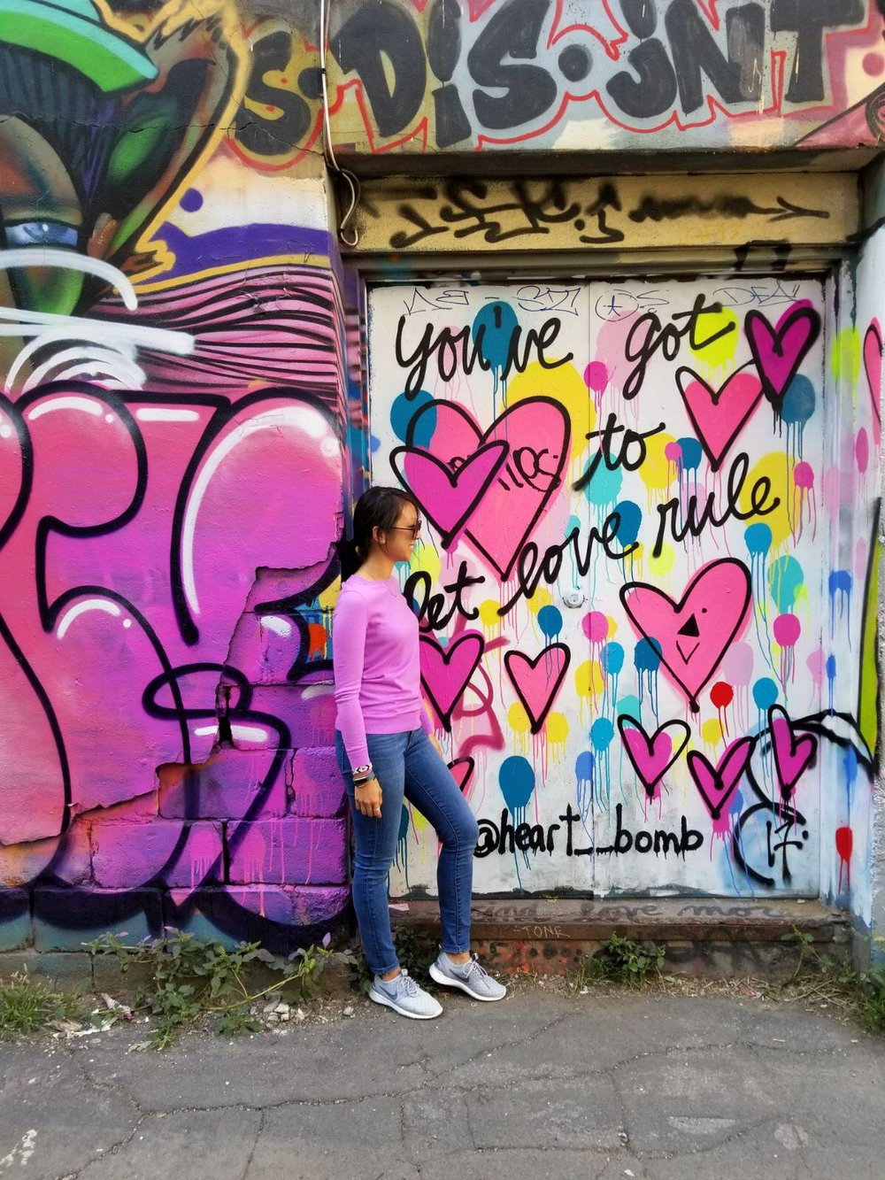 Let's pick up where I left off in my  first installment  of our Toronto trip. Now that we've covered all the good eats, let's talk about sites to see, things to do and places to shop! If you have a chance, swing by Graffiti Alley for some great photo ops in front of colorful street art!