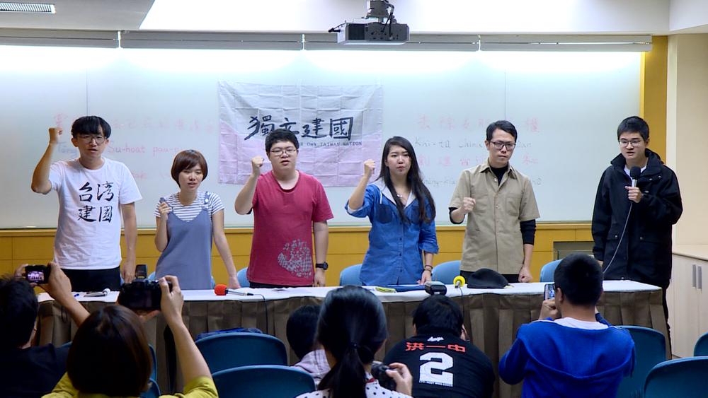 潑漆學生召開記者會反擊桃園檢方。圖片提供:民視新聞