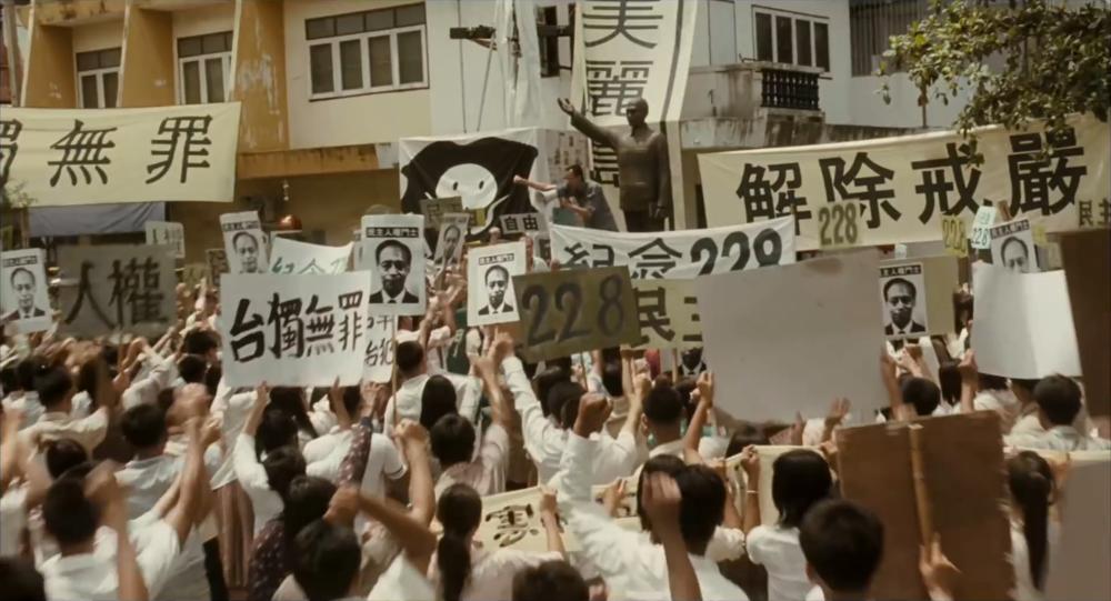 台灣在國民黨威權戒嚴時期,有許多民眾與海外台僑前仆後繼主張台灣獨立,希望能讓台灣成為一個正常的國家。圖片來源:《被出賣的台灣》