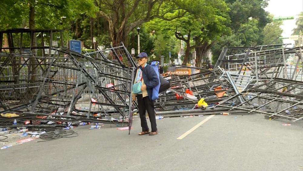 反年改團體暴力毆打警察與記者,引發輿論強烈反彈。圖片提供:民視新聞