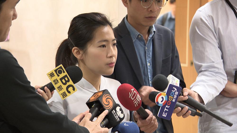 馬英九辦公室發言人徐巧芯向媒體說明馬的立場。圖片提供:民視新聞