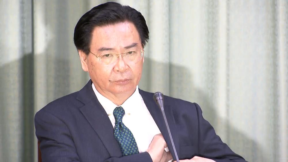 外交部長吳釗燮一臉無奈召開記者會,宣布多明尼加與中華民國斷交。圖片提供:民視新聞