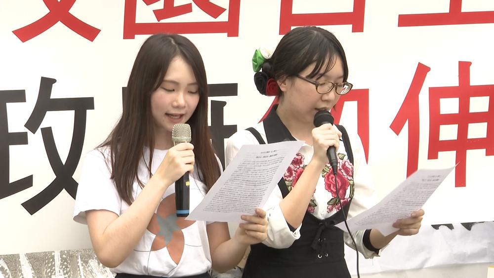 部分台大校友、學生在校園內發起「新五四運動」。圖片提供:民視新聞