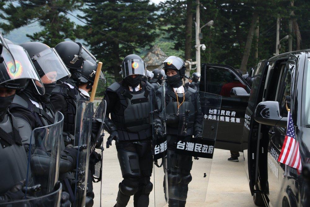台灣民政府的黑熊部隊。圖片提供:台灣民政府
