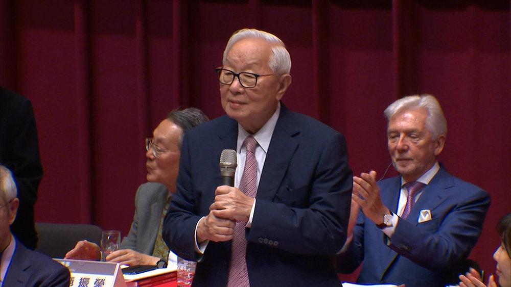 張忠謀駁斥台積電將出走台灣的假消息。圖片提供:民視新聞