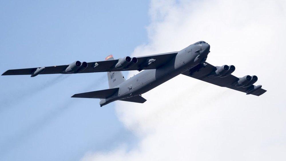 美國派出B-52轟炸機赴南海演訓。圖片來源:《立報》