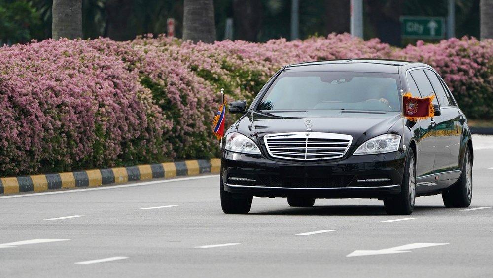 北韓領導人金正恩親自將專屬防彈賓士車開來新加坡。圖片來源:中國環球電視網
