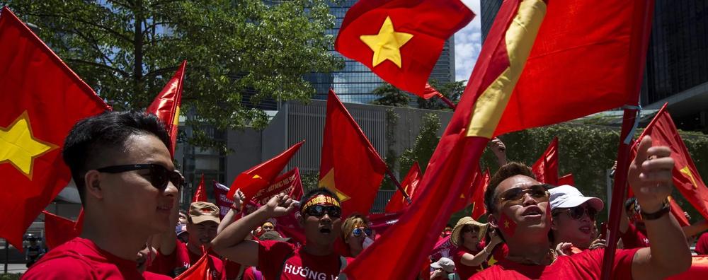 越南民眾反對中國租借99年越南部分土地。圖片來源:Reuters