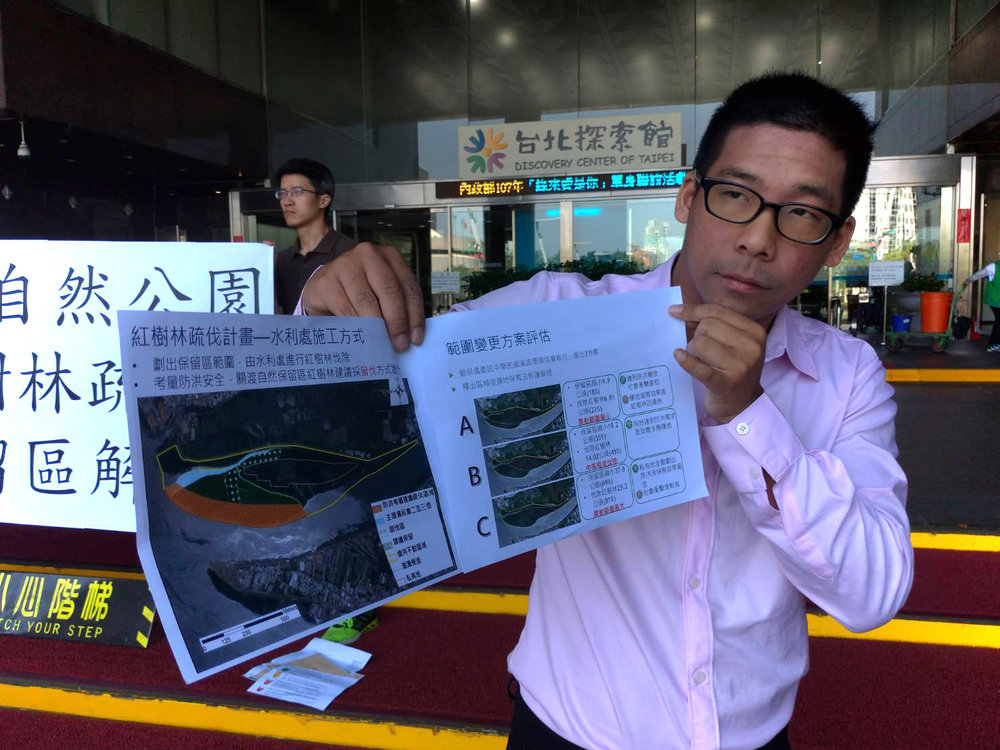 王奕凱指控北市動保處,居然提出伐除81%紅樹林的方案。圖片提供:王奕凱