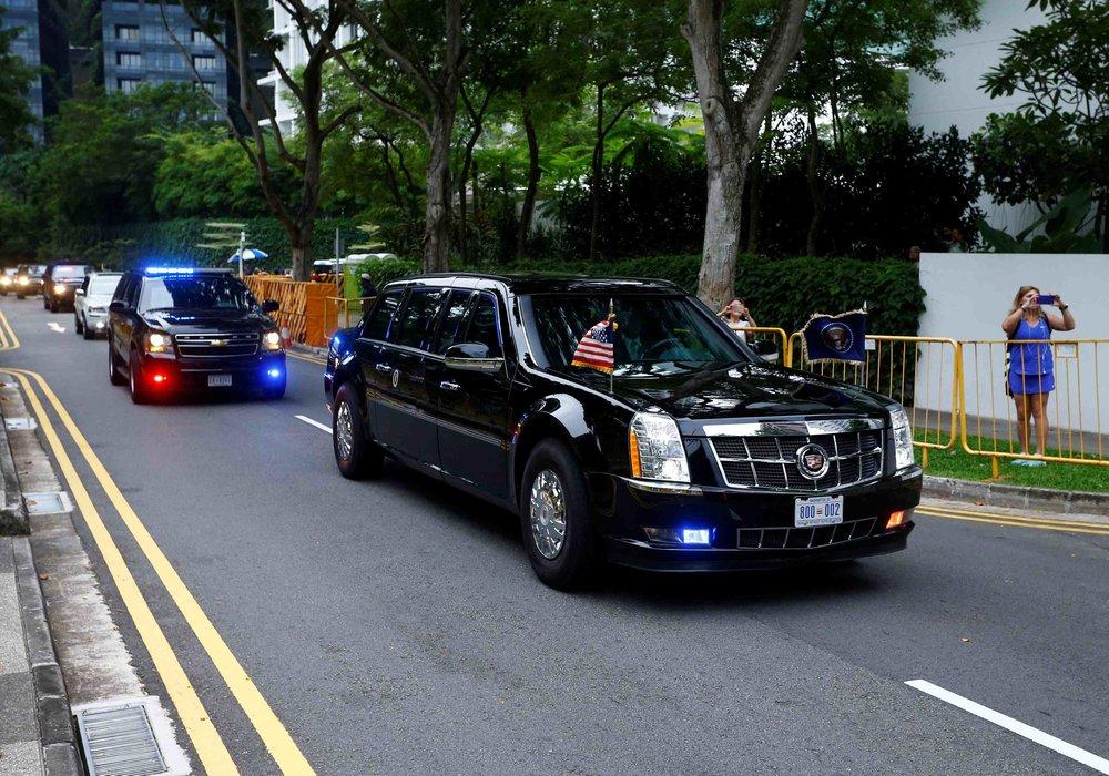 美國總統川普車隊駛進新加坡嘉佩樂酒店。圖片來源:Reuters