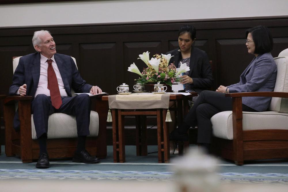 總統蔡英文會見美國在台協會主席莫健。圖片來源:中華民國總統府/Flickr