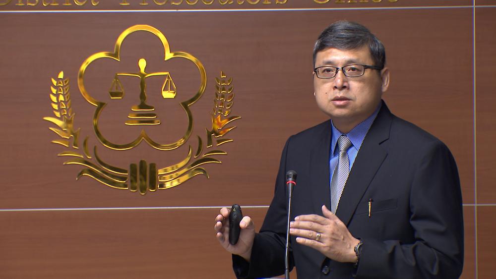 北檢檢察官周士瑜召開記者會,出示起訴馬英九的證據。圖片提供:民視新聞