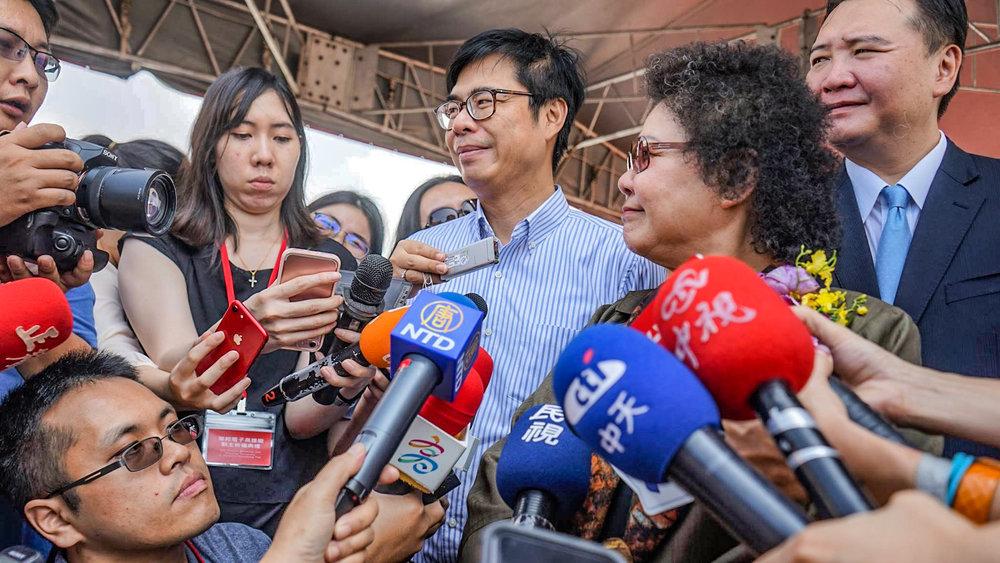 民進黨高雄市長候選人陳其邁要丁守中道歉。圖片來源:陳其邁/Facebook