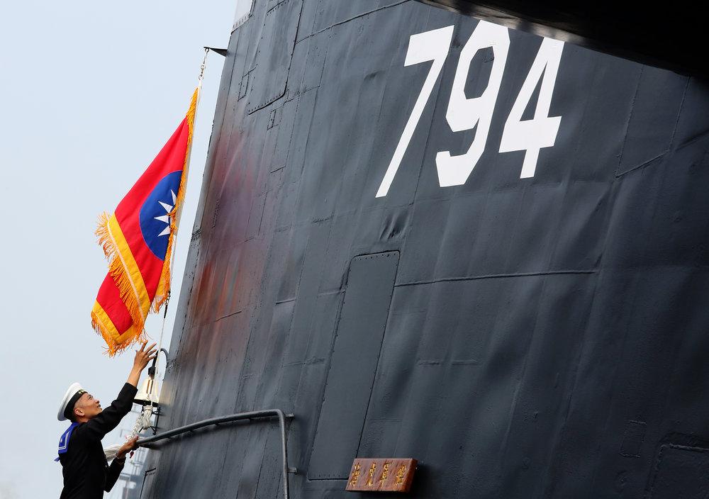 筆者認為,面對中國解放軍的潛艦威脅,國軍不能放棄相關訓練。圖片來源:中華民國總統府/Flickr