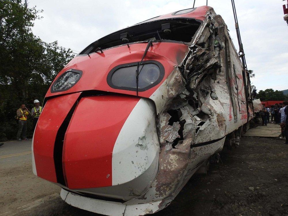 普悠瑪翻車事故讓交通部決議懲處3位台鐵前局長。圖片來源:中央通訊社