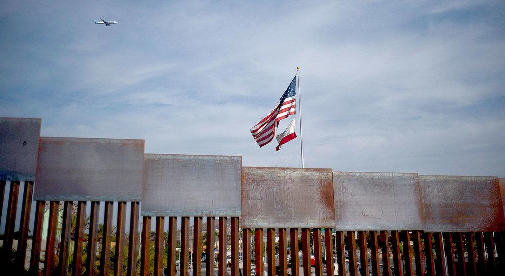 川普堅持要蓋美墨邊境圍牆,大嗆反對的民主黨。圖片來源:中國環球電視網