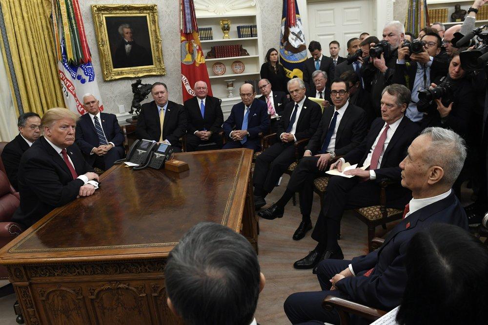 美國總統川普與中國副總理劉鶴在貿易戰談判上,並未達成共識。攝:Susan Walsh/Associated Press
