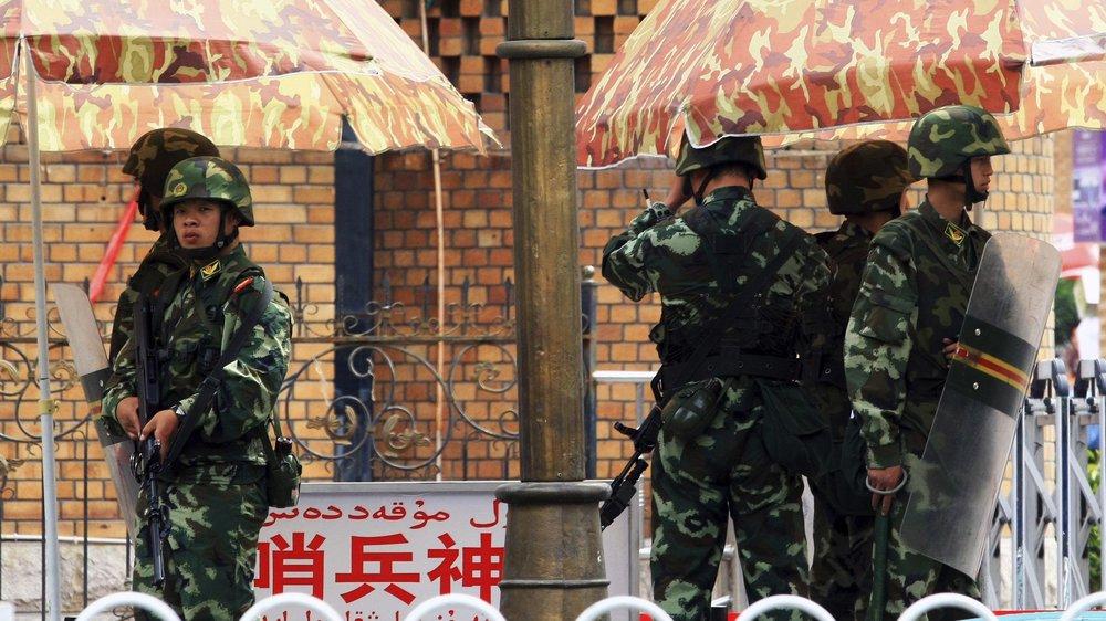 中國邀請各國外交官,赴新疆再教育營參觀。圖片來源:Uyghur Foundation