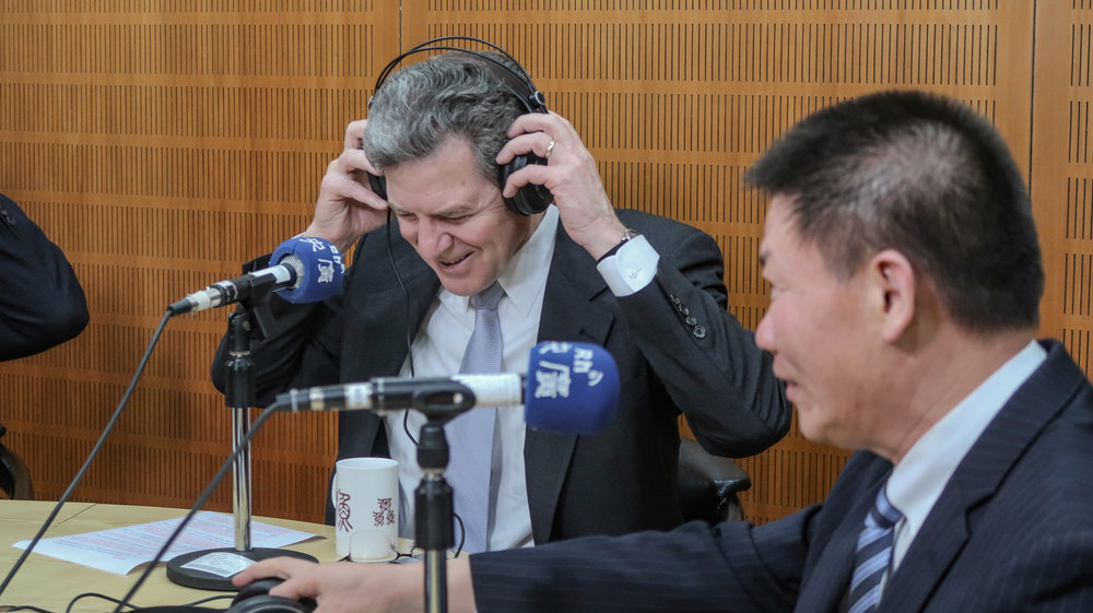 美國布朗巴克大使接受中央廣播電台專訪。攝:周子愉/讀報