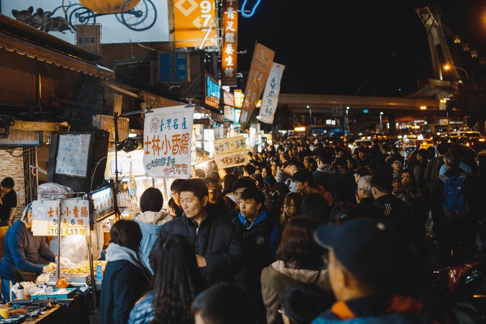 《米其林指南》最近公布2019台北必比登榜單,總共有24家夜市街頭小吃上榜。攝:Max Oh/Unsplash