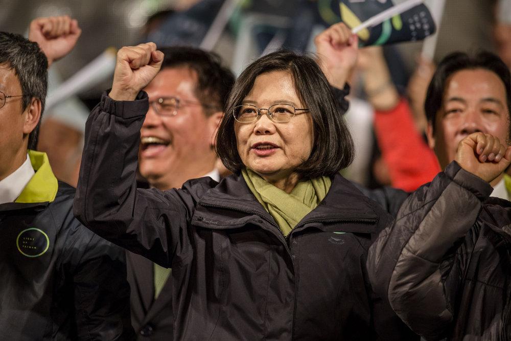 總統蔡英文至今仍在民調上輸給前行政院長賴清德。攝:Ulet Ifansasti/Getty Images