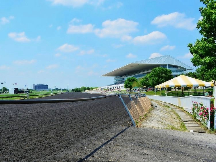 Arlington Park would like to add slots, but some legislators warn of expanding gambling too much statewide. (Wikimedia Commons/bogdanstepniak)