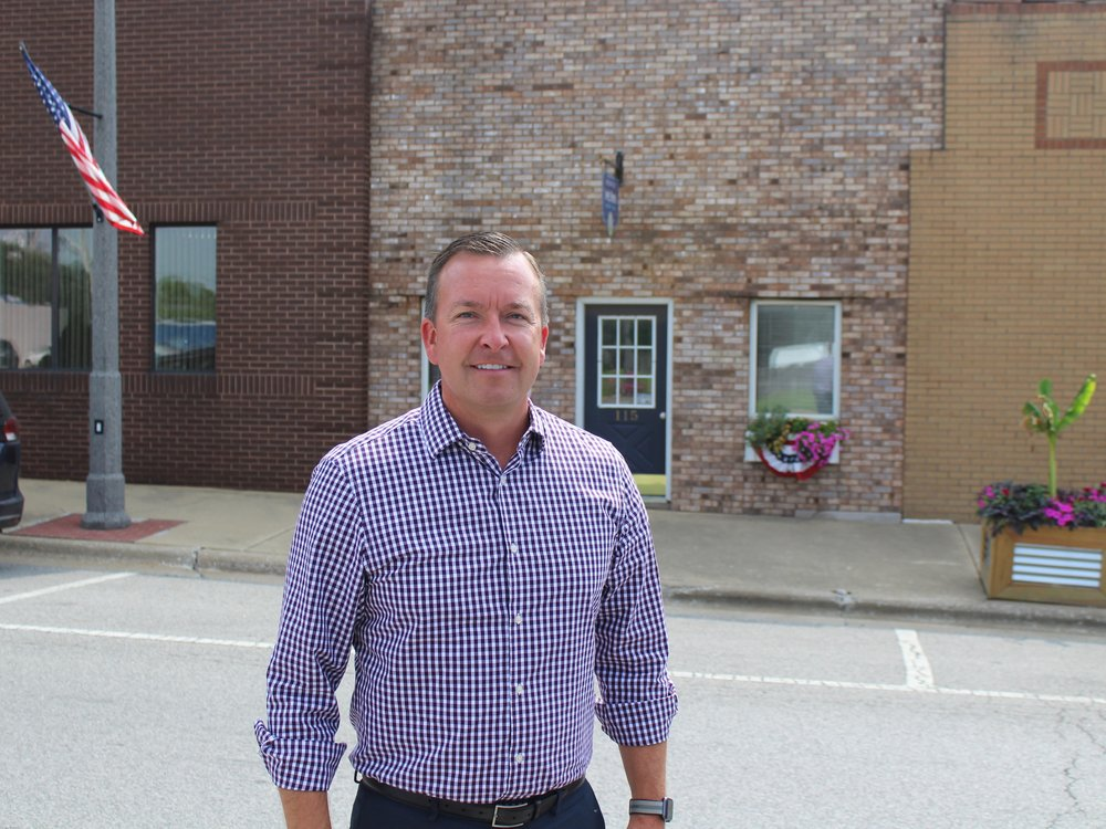 State Sen. Andy Manar stands outside his Bunker Hill office. (One Illinois/Ted Cox)