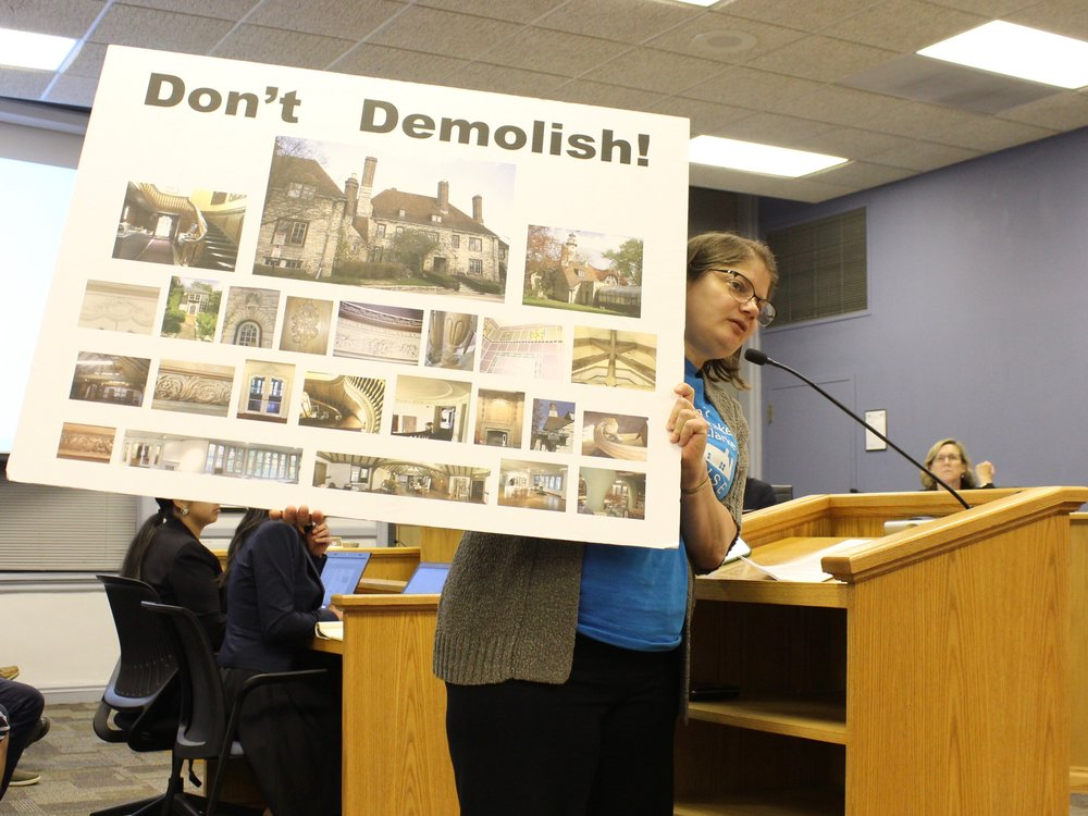 Diane Thodos holds up a sign urging the Evanston City Council to save the Harley Clarke Mansion. (One Illinois/Ted Cox)