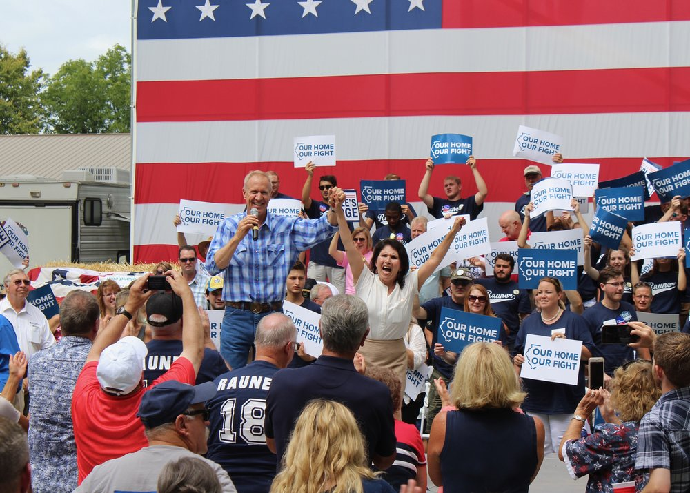 Gov. Bruce Rauner and running mate Lt. Gov. Evelyn Sanguinetti rally Republicans on Governor's Day at the State Fair in August. (One Illinois/Ted Cox)