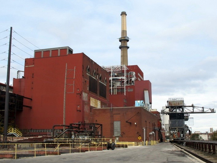 The coal-fired Fisk power plant in Chicago was shut down early in the decade. (Wikimedia Commons/Theodore Kloba)